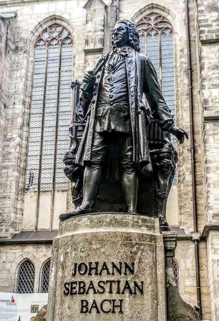 Bach_Statue_Leipzig_003_.jpg
