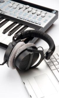 keyboard%2band%2bheadphones.jpg